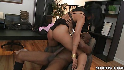 Milf turns around and legs a black cock enter her