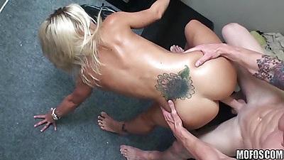 Rupping perfect round butt sideways