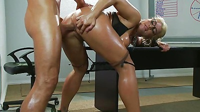 Sadie Swede anal fucked gapping anus