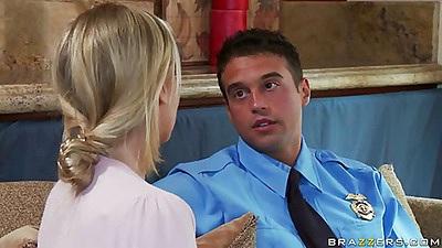 Dirty Blonde Julia talks to a cop