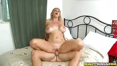 Milf sits reverse cowgirl on hardcore penis fuck