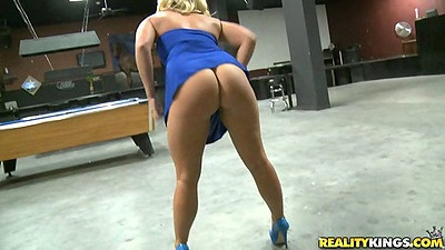 Blonde babe showing her ass bending over in a dress