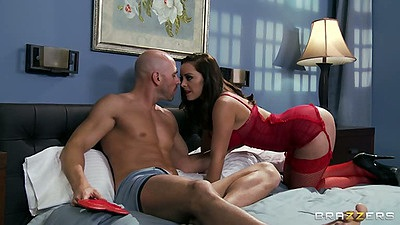 Big tits Liza Del Sierra crawling into bed for valentines day sex
