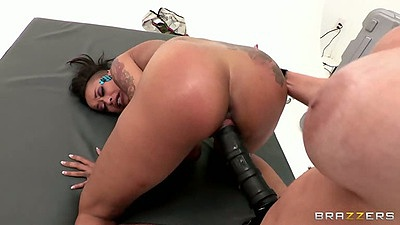 Lesbians Skin Diamond and Tricia Oaks using huge strap on in group sex