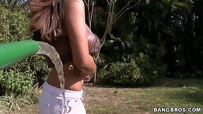 Outdoor spraying big milf tits latina Candi Cox with water