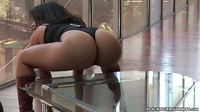 Round ass latina Sophia Castello posing and shaking that ass