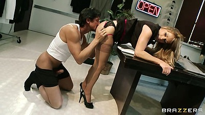 Shayla Leveaux bends up and gets her milf pussy licked on office desk