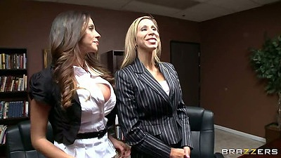 Ariella Ferrera sittin behind the office desk and then makes out with man