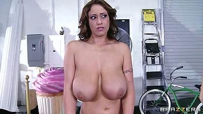 Big natural tits latina Eva Notty preparing for personal il massage