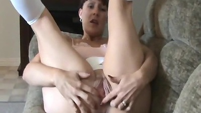 Amateur milf Sweet Obsession puts legs up and does self ass fingering home video